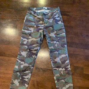 Cropped camo pants - EUC! From 2 seasons ago.